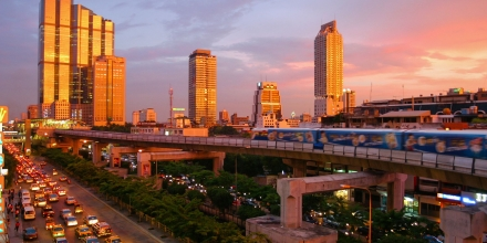 https://commons.wikimedia.org/wiki/File:Bangkok_skytrain_sunset.jpg