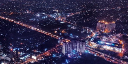 https://commons.wikimedia.org/wiki/File:Bekasi_Mall_Night_2.jpg
